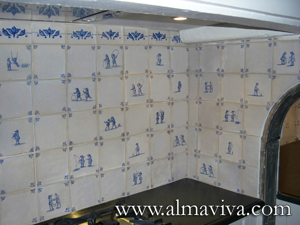 Almaviva Delft tile - Ref. DC25 - Credence with Delft tiles (see keywords). Tiles 13x13 cm (about 5''x5''). Alternating ''children's games'' decor with white tiles. Corner motif : ''oxhead''