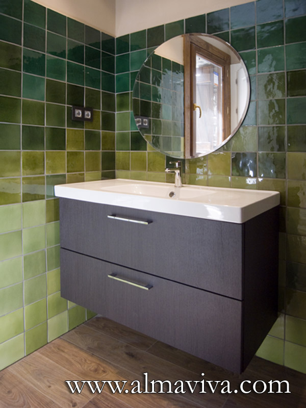Almaviva Handmade tile - Ref. CD30 - Bathroom decorated with tiles in shades of green