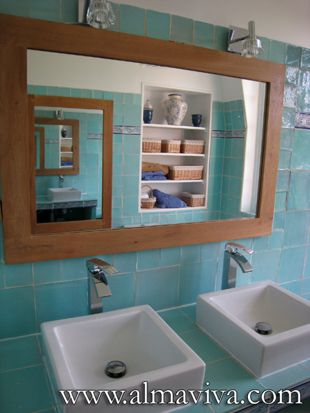 Almaviva Handmade tile - Ref. CD36 - Turquoise bathroom. Decor alterning 20x20 cm tiles (about 8''x8''), 10x10 cm tiles (about 4''x4''), and a frieze