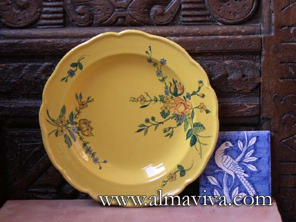 Ref. 117 - Plate Yellow glaze. Typical decor of Provence, diametre 25 cm (about 10'')