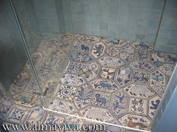 Middle-Age tile - Ref. MA16 - Medieval style shower floor. Hexagonal tiles 30x15 cm (about 12''x6'') and square tiles 10x10 cm (about 4''x4'')