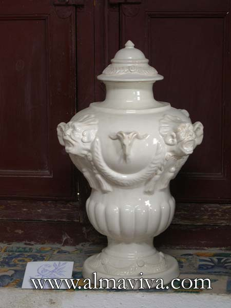 Ref. 369 - Big Pot - dim 51x33 cm (about 20''x13''). Decor with heads