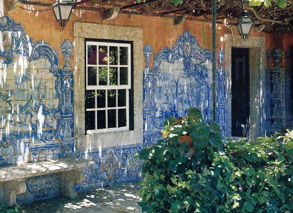 Azulejos Almaviva-Ref. A30 - Pergola decorated with earthenware tile panels