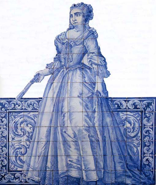 Azulejos Almaviva-Ref. A14 - Woman with a fan. ''Figura de convite'' (see keywords), full-size figures (servants, soldiers, courtiers...). They were painted in staircases, vestibules and gardens of Portuguese Quintas, to welcome the visitors