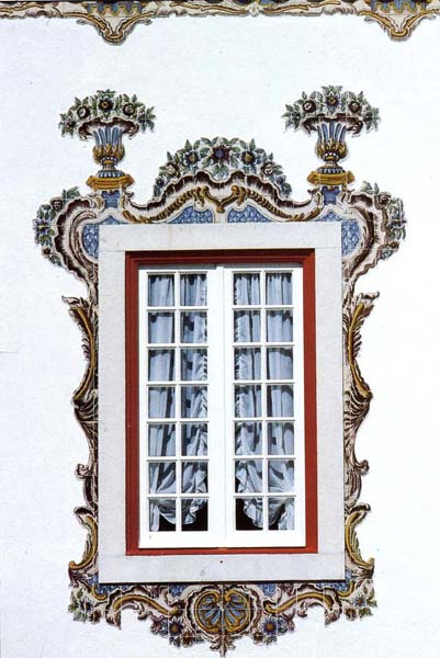 Azulejos Almaviva-Ref. A05 - Window frame, earthenware tiles